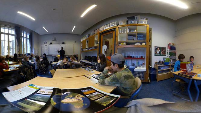 Een VR-bril brengt rust in het Altra College dankzij SocialVR